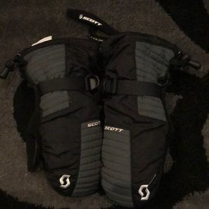 Scott mittens size medium